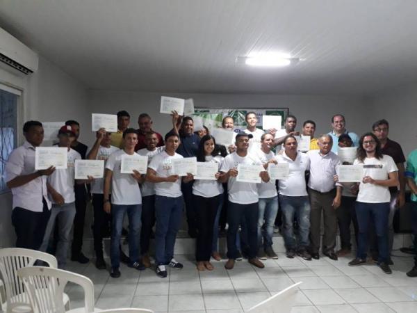 Sindicato dos (as) Trabalhadores (as) Rurais de Oeiras entrega certificados para mais uma turma!