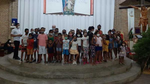 Em Clima de Natal, a Paróquia da Sagrada Família Celebra Com os Pequeninos e seus familiares o natal da comunidade!